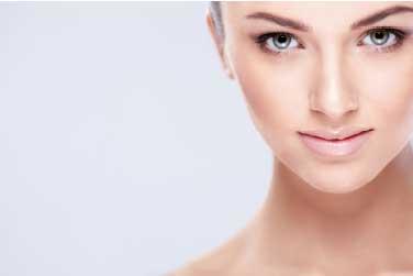Consigli per difendere la pelle del viso in autunno